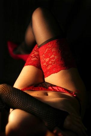 lencería roja, chica sexy, piernas de mujer, medias rojas, tanga rojo, mujeres sexys